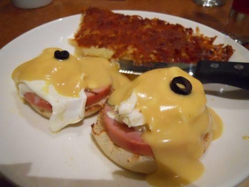 Eggs Benedict at the Broken Yolk